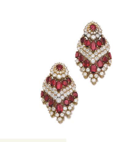 Boucles d'oreille en rubis et diamants.